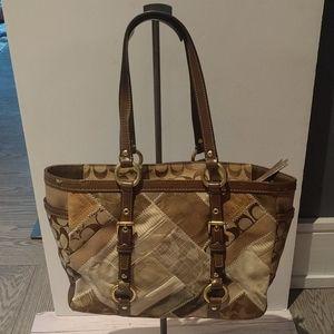 💝🌺🌸 Beautiful shoulder bag by Coach 🌺🌺